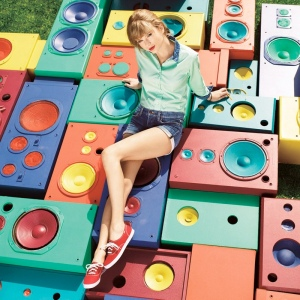SNEAKERS_Taylor Swift_Red Keds