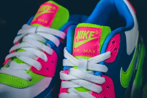 nike-air-max-90-gs-photo-blue-electric-green-pink-blast-04